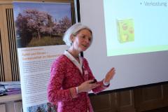 Projektmanagerin Eva Bichler-Öttl im Vortrag zum Biodiversitätsprojekt