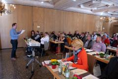 Markus Breier, Mitglied der BV-Leitung, beim Gedankenaustauch zur Naturgartenzertifizierung